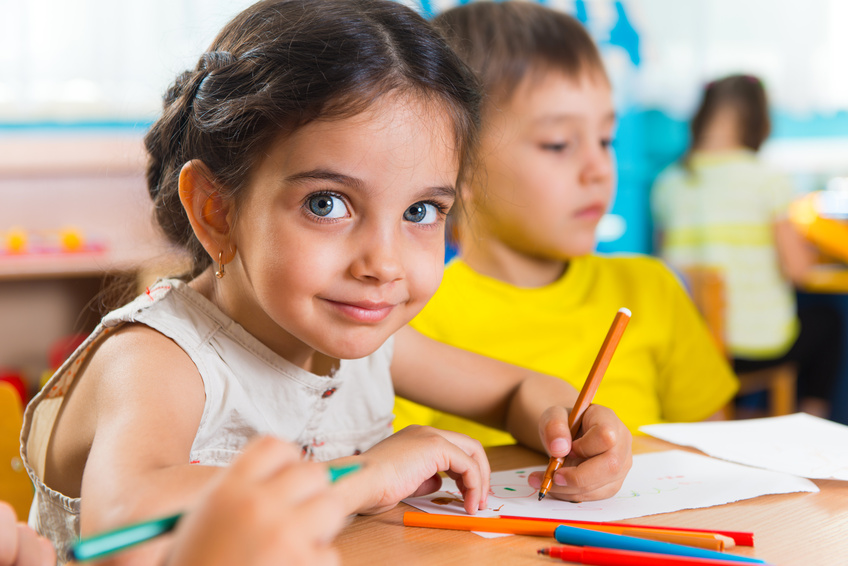 Group of cute little prescool kids drawing. ©Petro Feketa - Fotolia