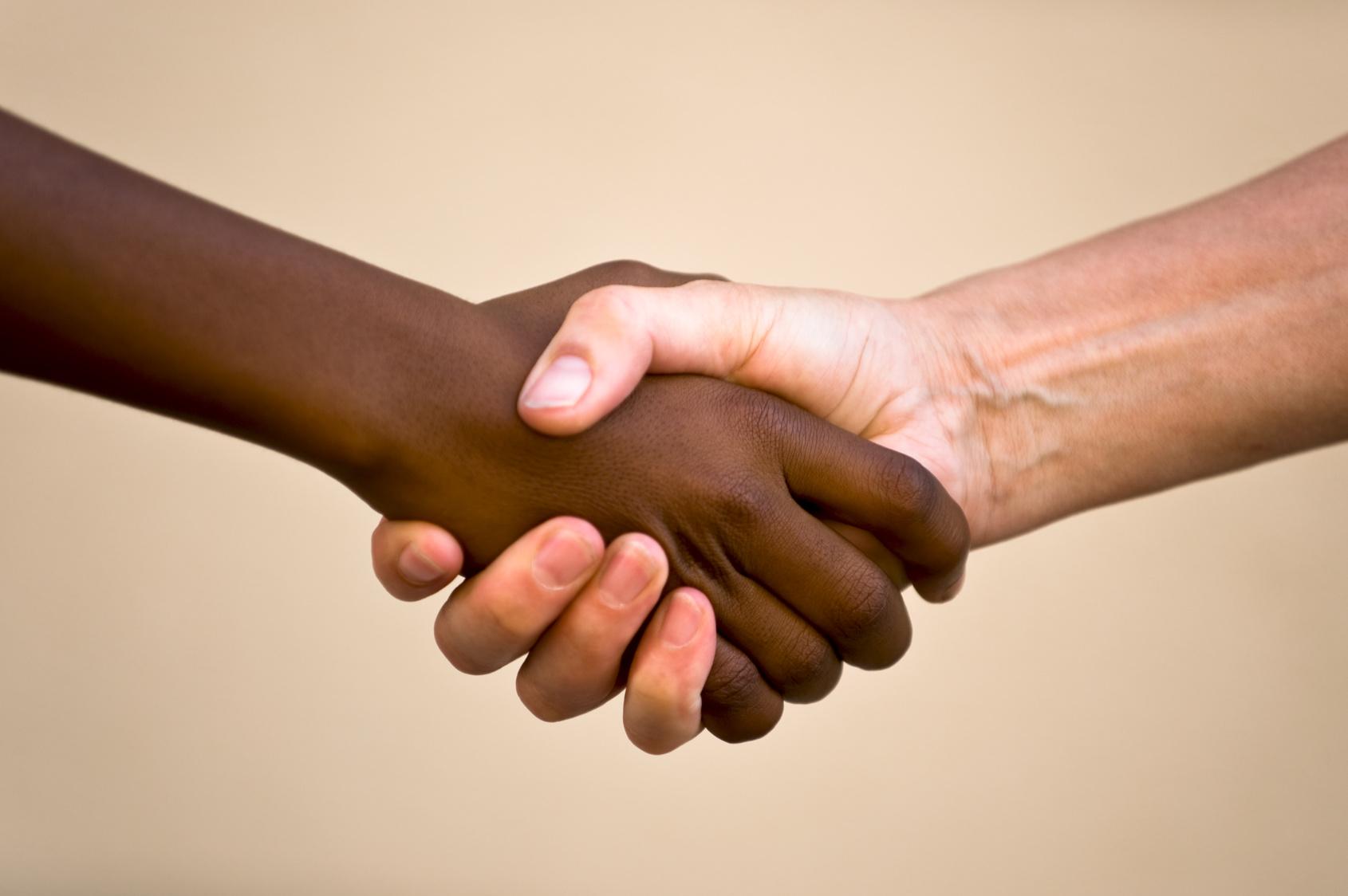 """Résultat de recherche d'images pour """"poignée de mains noir et blanc"""""""